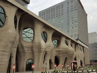 日本人建築家の作品ですから素敵ってことで