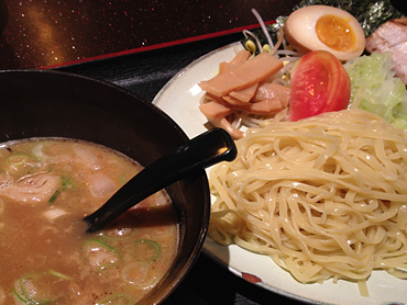 Soy sauce, pork, seafood noodlesなんですね