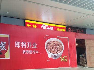 深圳北站とは大違い