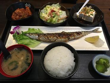 冷めた秋刀魚に熱々ご飯!