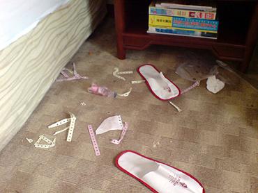 靴はきちんとシューシャインペーパーで磨いてからお出掛けになったようです