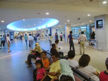 ペナン空港到着ロビーで集合