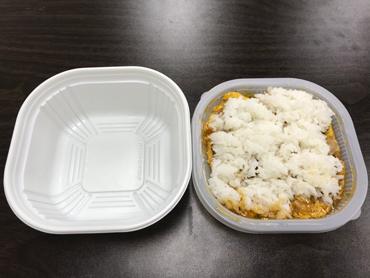 平皿で餌を食べる感じ